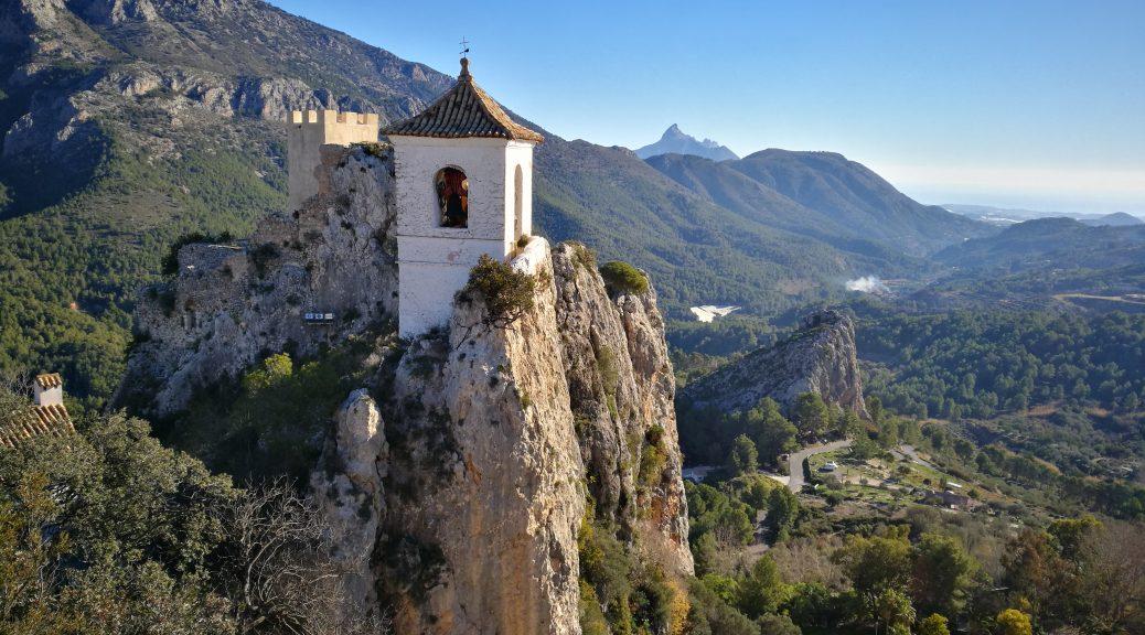 Guadalest clocher et vallée